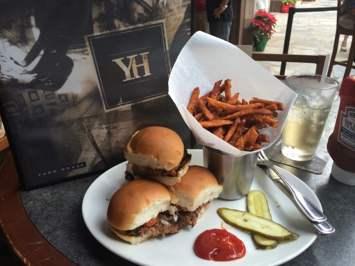 photo credit: passportsandvisa ---> the yard house honolulu