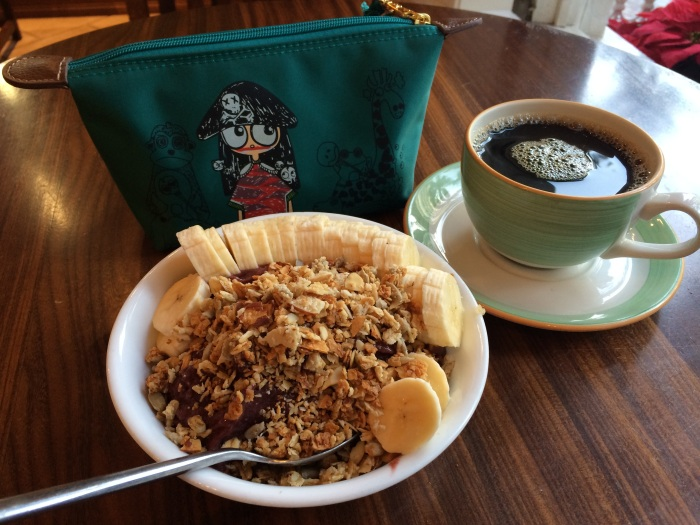 acai bowl and kona coffee photo credit: passportsandvisa