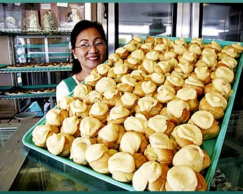 photo credit: liliha bakery - mmm, coco puffs!
